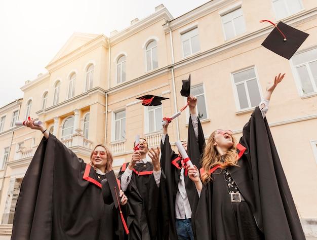 Studenten feiern abschluss