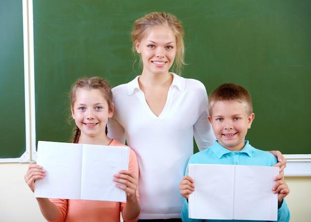 Studenten mit offenen notebooks