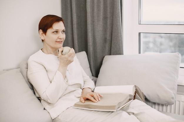 Studieren und entspannen. menschen mit behinderung