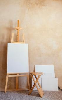 Studio mit requisiten zum malen