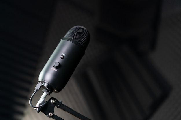 Studiokondensatormikrofon in einem aufnahmestudio.