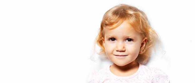 Studioporträt des kindermädchens