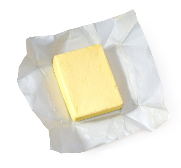 Stück butter isoliert auf weißem hintergrund, ansicht von oben, mit beschneidungspfad