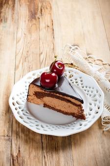Stück köstlichen schokoladencremekuchen