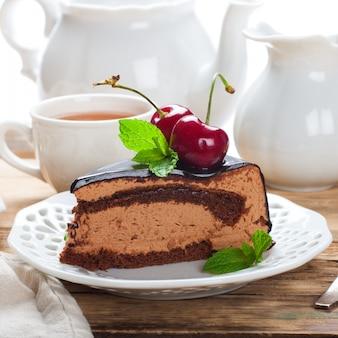 Stück leckerer schokoladenmousse-kuchen