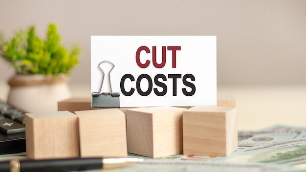 Stück papier mit dem text: kosten schneiden