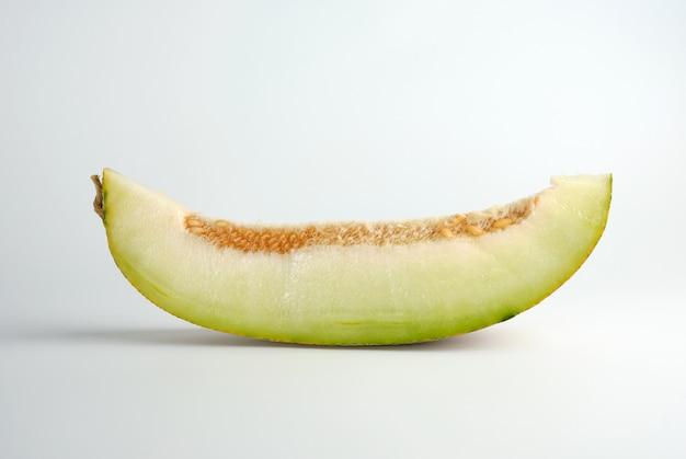 Stück reife melone mit samen