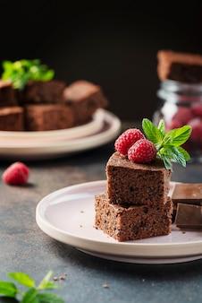 Stücke eines schokoladenkuchens