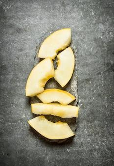 Stücke reifer melone.