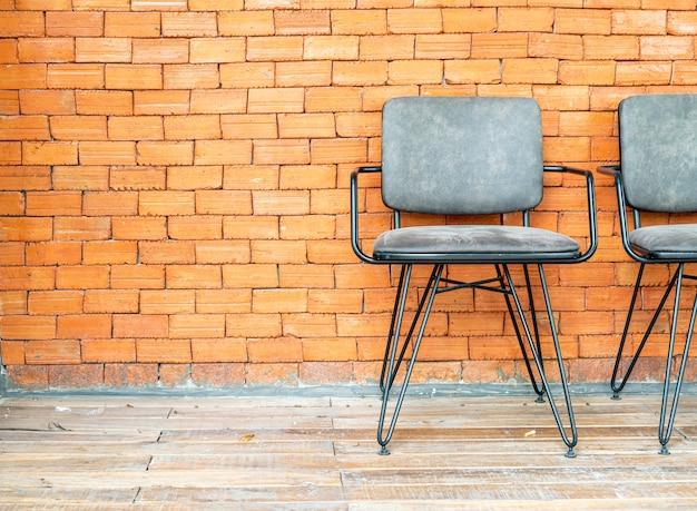 Stühle an der mauer