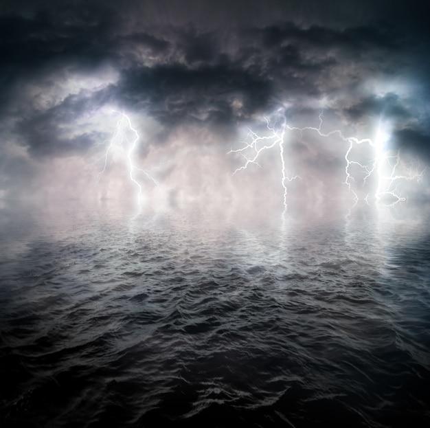 Stürmischer ozean