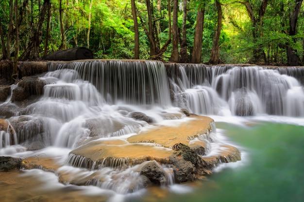 Stufe fünf des erawan-wasserfalls