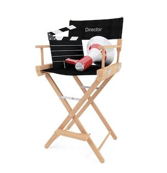 Stuhl des direktors mit dem scharnierventilbrett und -megaphon lokalisiert auf weißem hintergrund