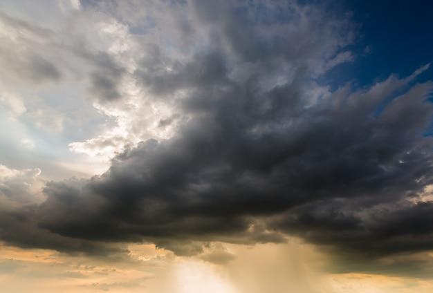 Sturmwolken mit dem regen