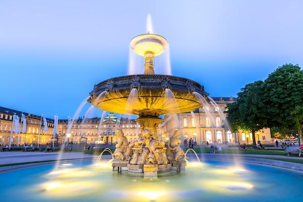 Stuttgart-stadtzentrum, deutschland in der dämmerung