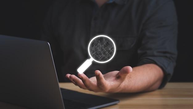 Suchensuchen durchsuchen von internetdateninformationen mit der leeren suchleiste