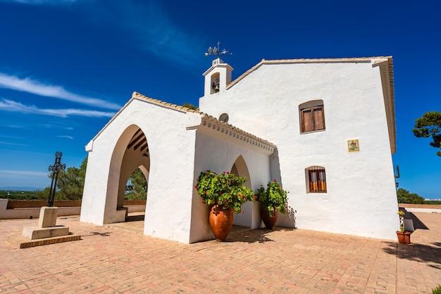 Sueca spanien einsiedelei der heiligen weißes kleines gebäude auf einem hügel ort o