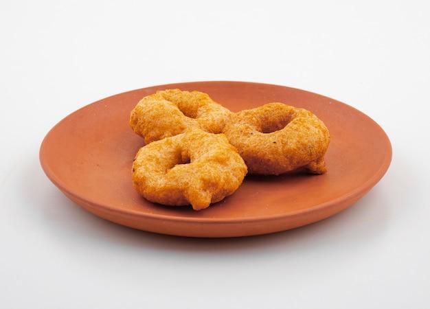 Südindisches populäres frühstück vada