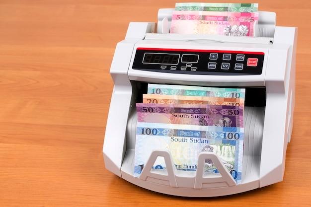 Südsudanesische pfund in einer zählmaschine