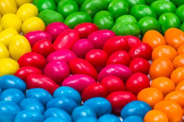 Süße bunte süßigkeit. nahaufnahme der bunten süßigkeit