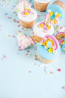 Süße einhorn cupcakes