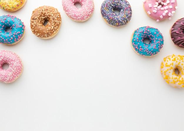 Süße gefüllte schaumgummiringe mit kopienraum
