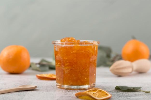 Süße hausgemachte natürliche orangenmarmelade