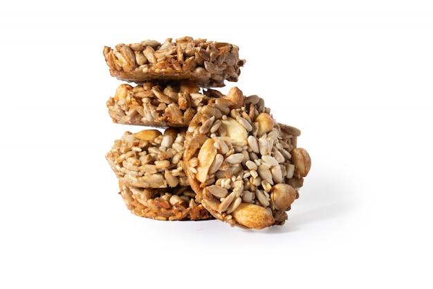 Süße kekse, natürliche nüsse und karamell.