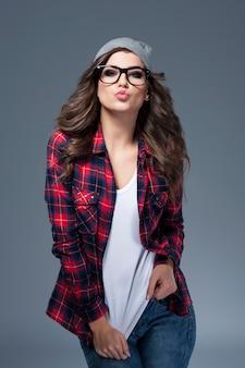Süße küsse vom hipster girl