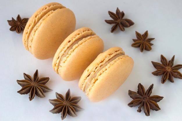 Süße macarons, gewürzanis