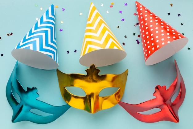 Süße masken und partyhüte Premium Fotos