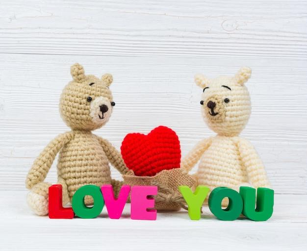 Süße paar teddybär puppe in liebe