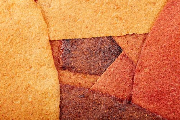 Süße pastille aus reinen früchten in rollen roll