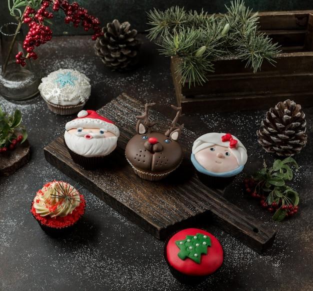Süße pfannkuchen auf dem tisch