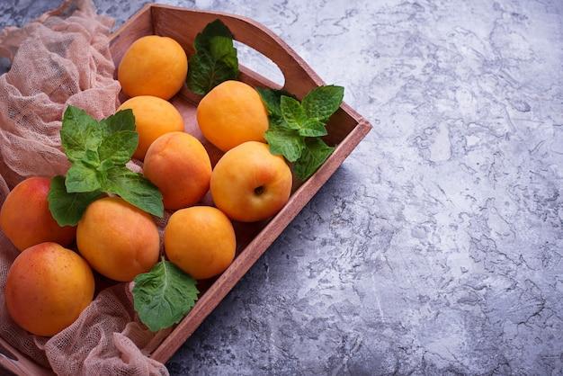 Süße saftige aprikosen