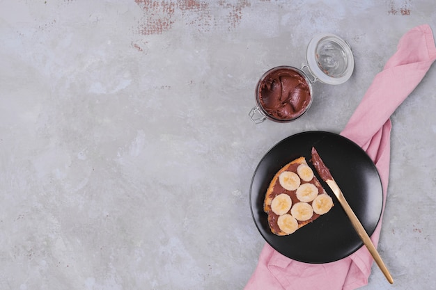 Süße schokolade auf draufsicht des brotes