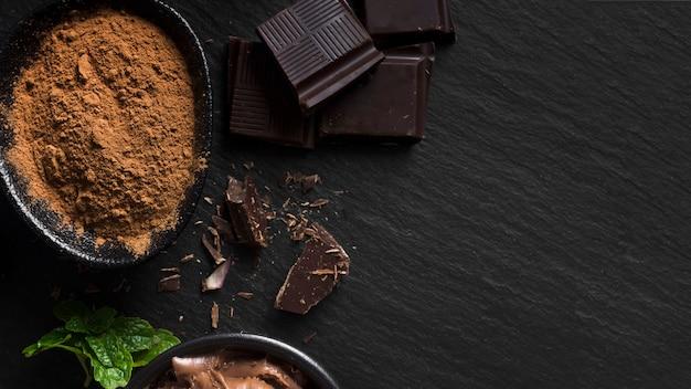 Süße schokolade und kakaopulver