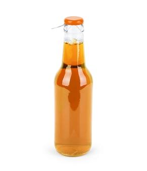 Süße softdrinkflasche auf weißem hintergrund