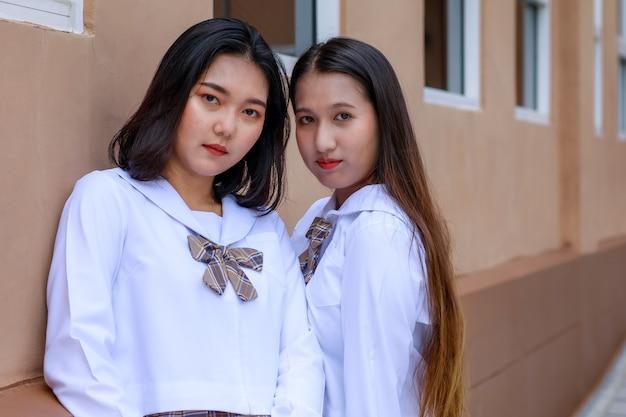 Süße und junge mädchen tragen japanische, koreanische schulmädchenunifor