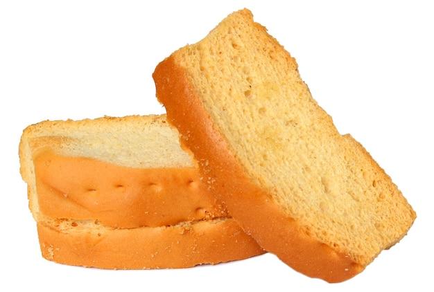 Süße und knusprige toastkekse isoliert auf weißem hintergrund