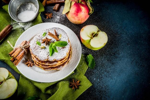 Süße und würzige apfelpfannkuchen