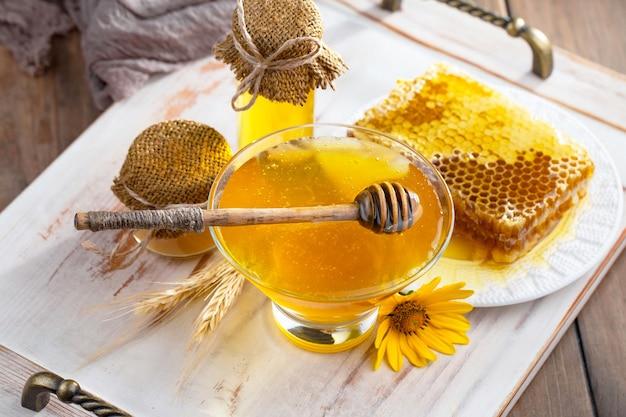 Süßer bienenhonig