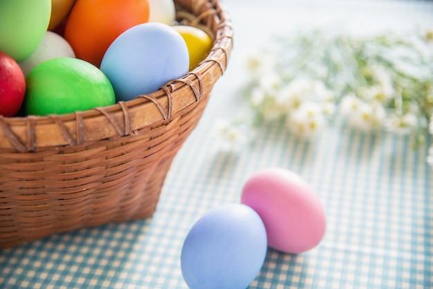 Süßer bunter ostereihintergrund - nationalfeiertagsfeierkonzepte