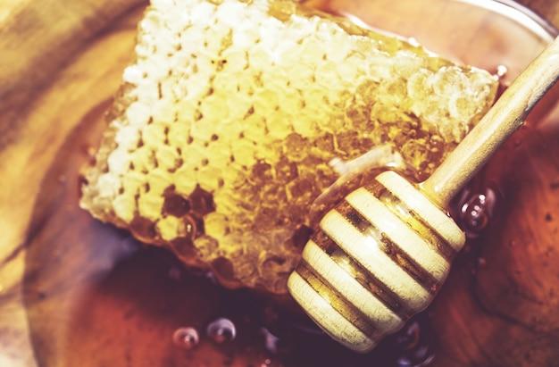 Süßer geschmackvoller honig