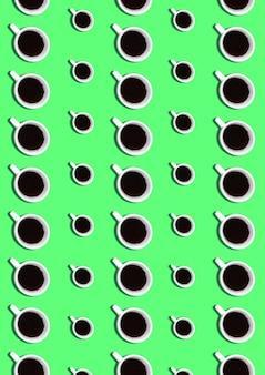 Süßer hintergrund. nahtloses muster mit kaffeetassen auf grün