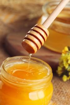 Süßer honig im glas