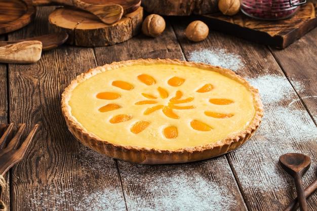 Süßer köstlicher aprikosenquarkkuchen