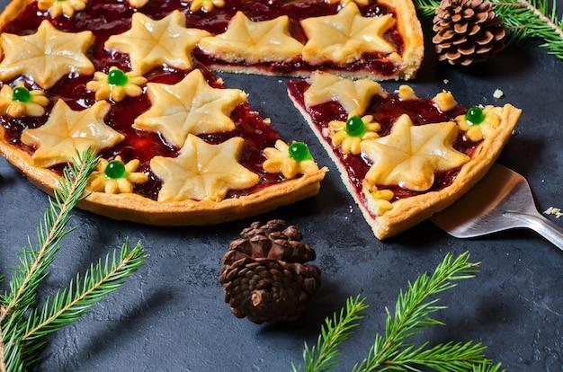 Süßer kuchen des weihnachtshauses mit marmelade