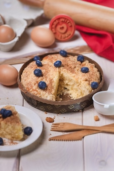 Süßer kuchen mit blaubeeren backen