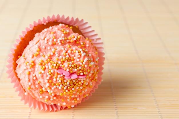 Süßer kuchen mit sahne